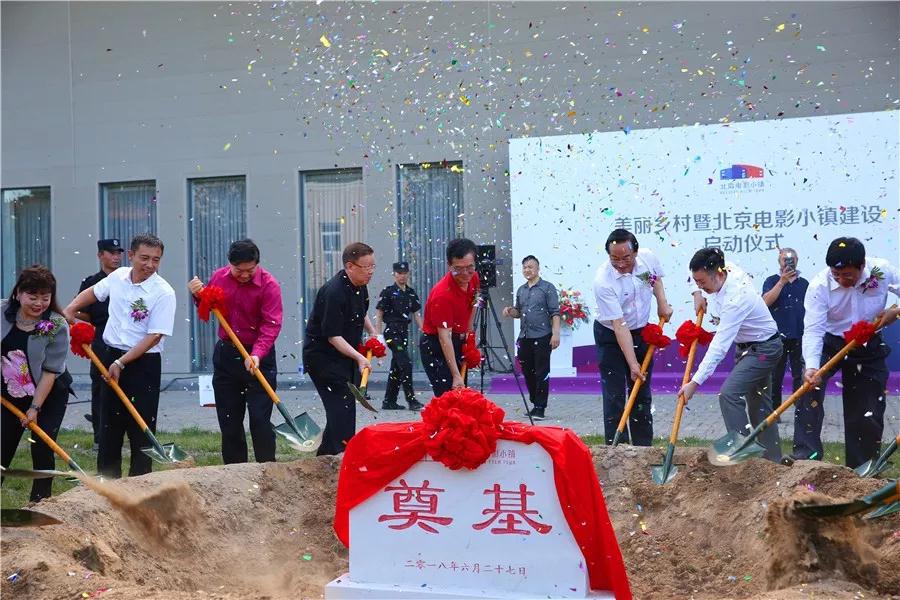 """北京要在环球影城旁建设""""电影小镇"""",学习好莱坞,打造Burbank?"""